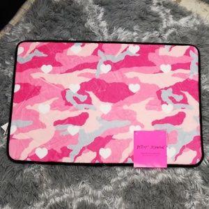 Betsey Johnson pink memory foam bath mat